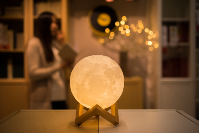 2017 8cm 3D Moon Lamp USB LED Night Light Moonlight Gift Touch Sensor Color Changing